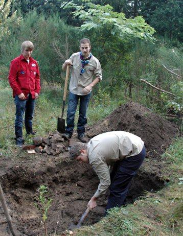 Digging the hangi pit