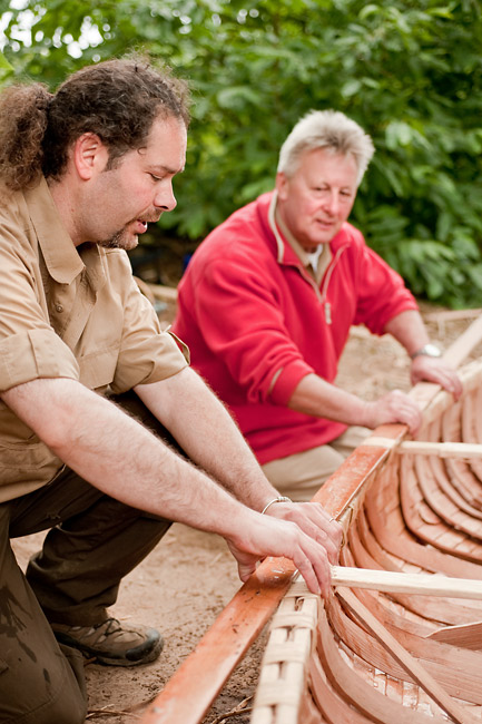 Birch Bark Canoe Building with Ray Mears and Pinock Smith – Day 7