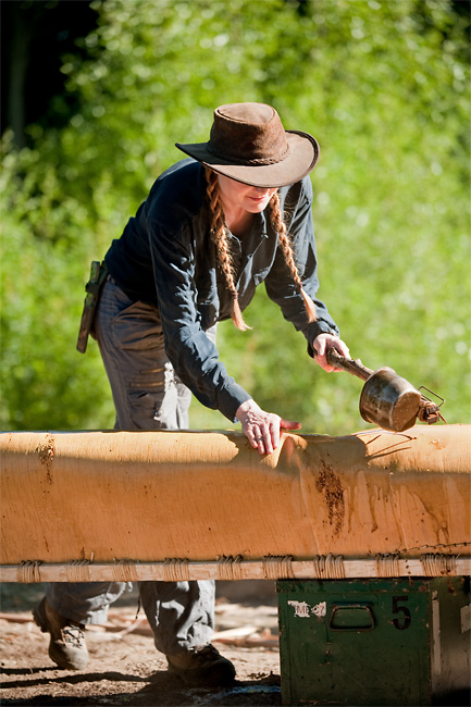Birch Bark Canoe Building with Ray Mears and Pinock Smith – Day 6