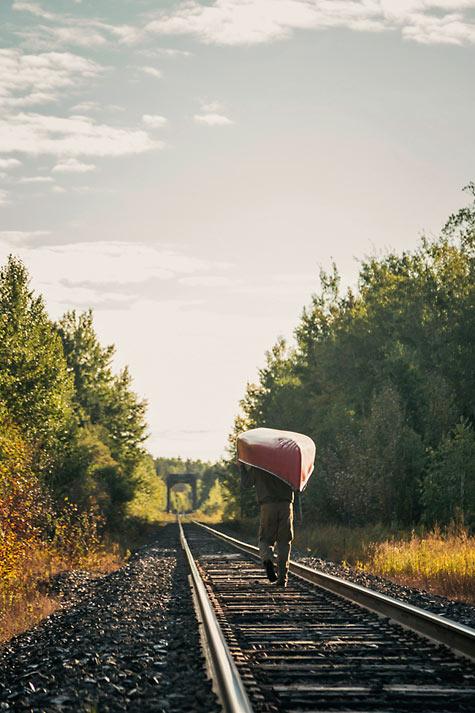 Ray-Mears-Canoe-Portage