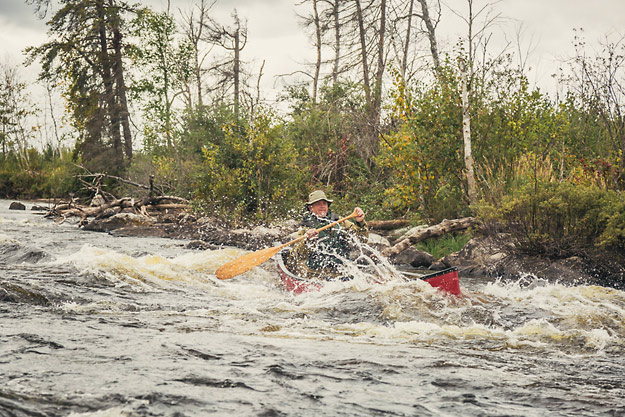 Ray-Mears-Canoe-whitewater