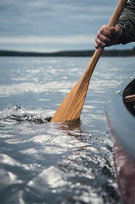 Ray-Mears-paddling-Canada